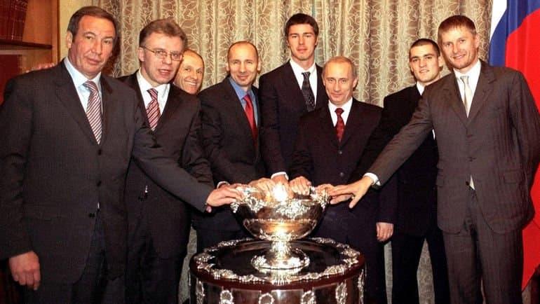 Сборная России по теннису с Кубком Дэвиса на приеме у Путина