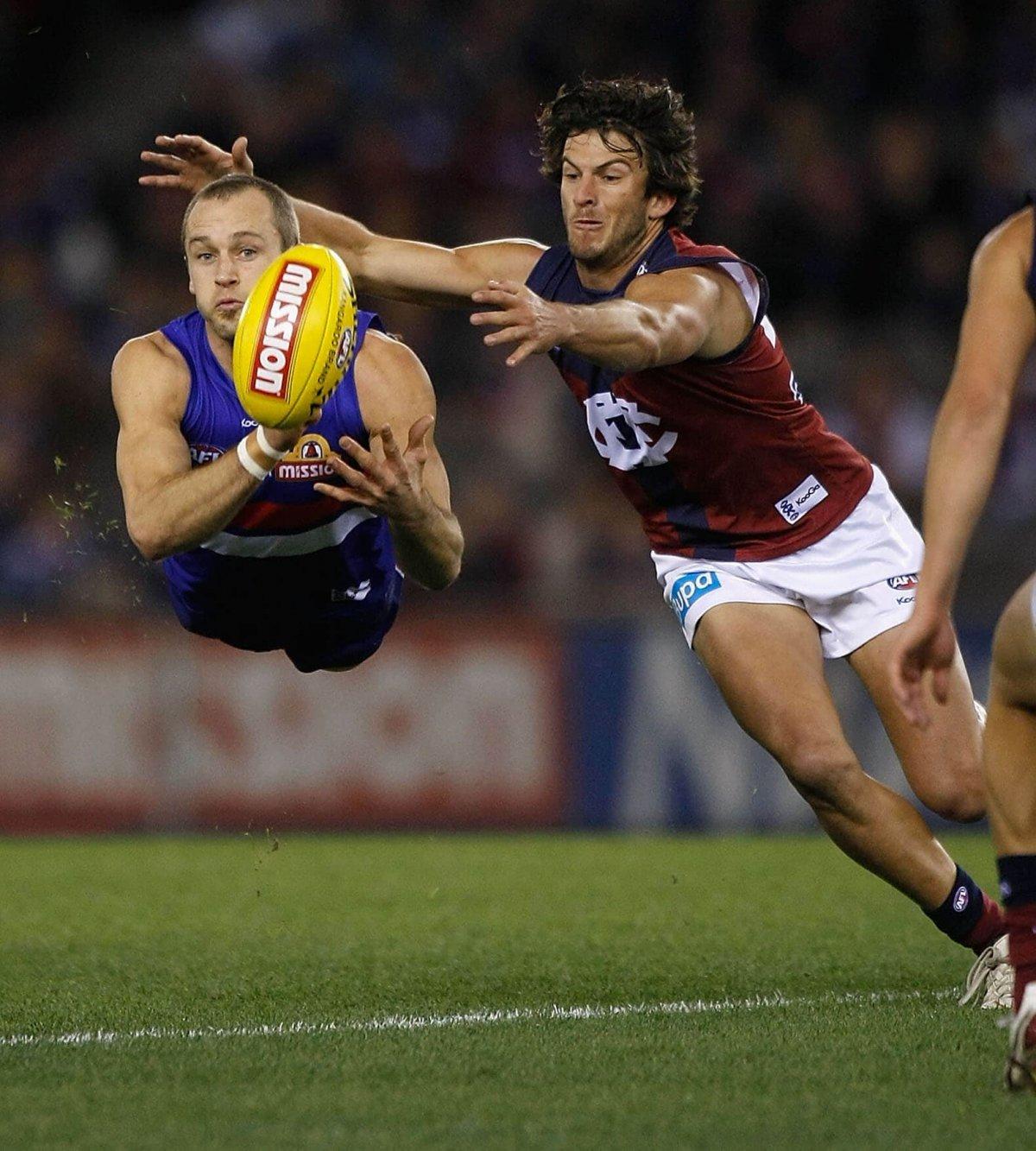 Ставки на австралийский футбол (фути): виды, стратегии, букмекеры
