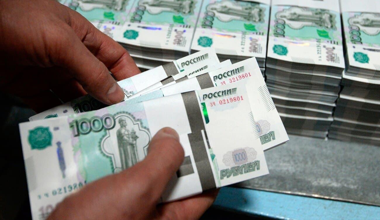 Продавец украл из кассы 350 тысяч рублей ради ставки