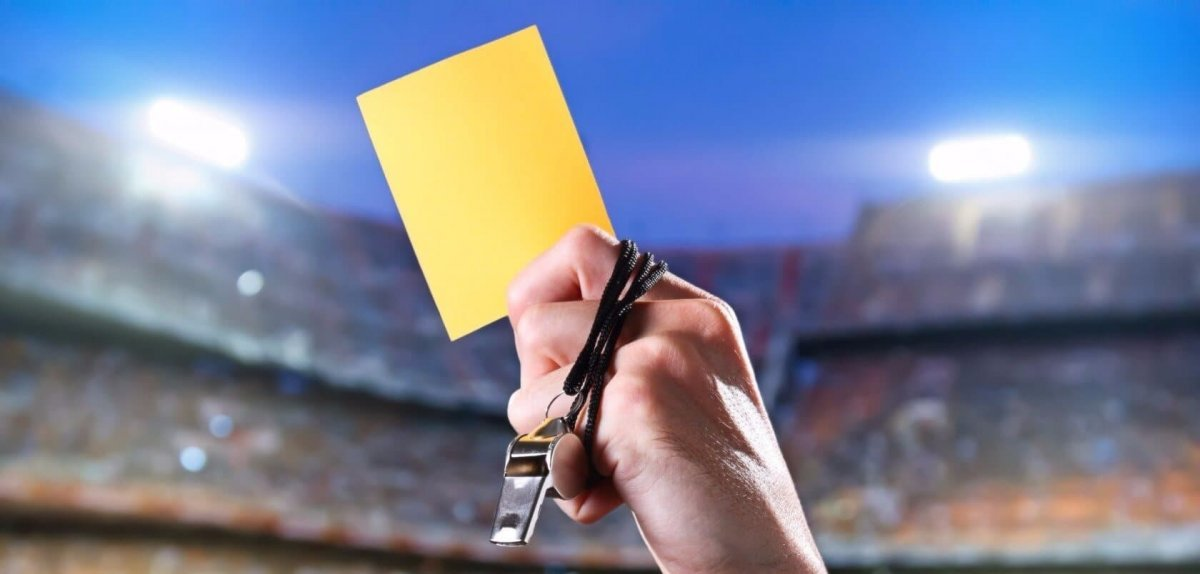 В Нидерландах арбитр получил желтую карточку за симуляцию