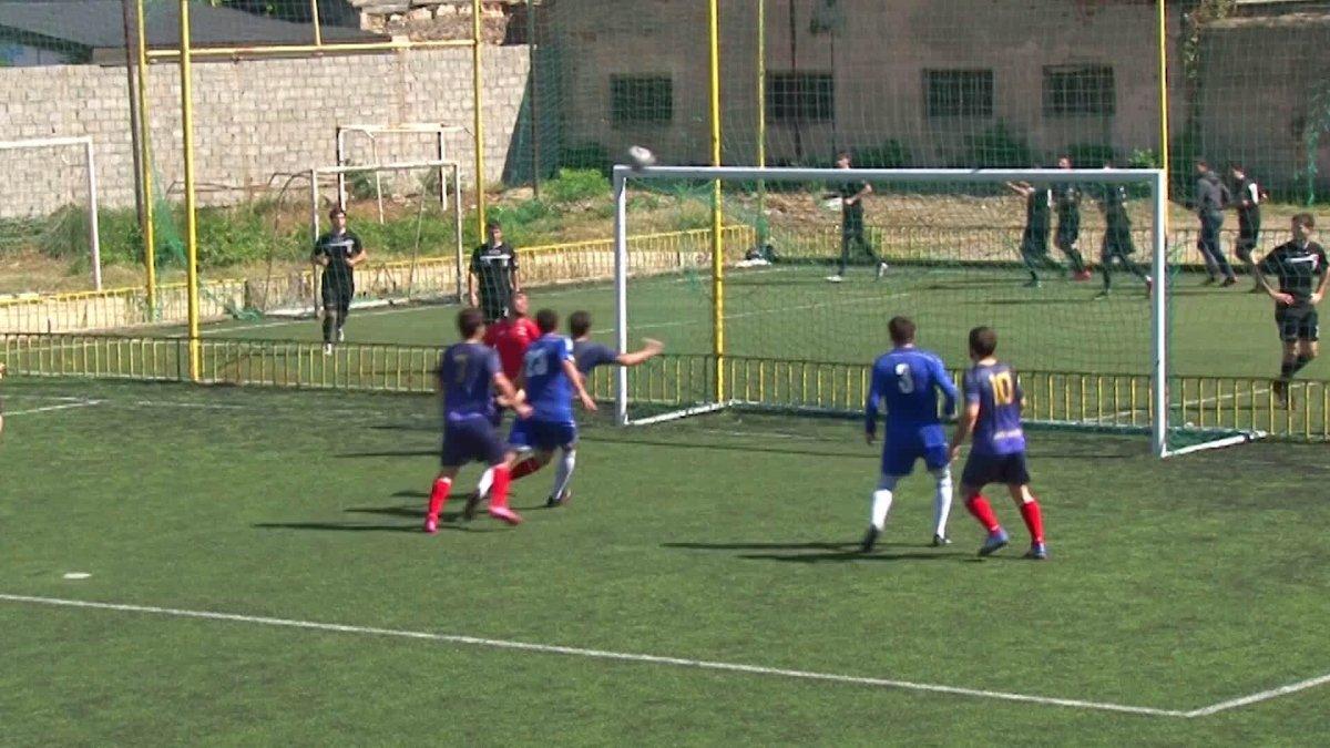 Дагестанский судья добил мяч головой после исполнения пенальти