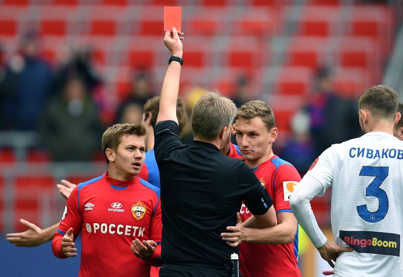 УЕФА назначила двух российских арбитров обслуживать матчи Лиги Европы