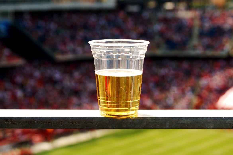 Госдума уже этой осенью может разрешить продажу пива на стадионах России