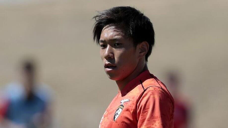 Невообразимая траектория дебютного гола в Японии
