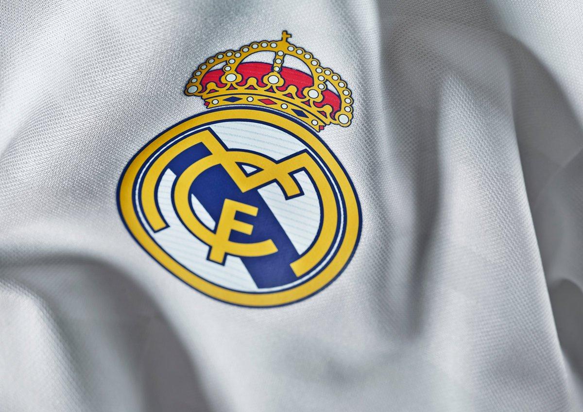 """""""Реал"""" опережает """"Барсу"""" в таблице впервые за 818 дней"""