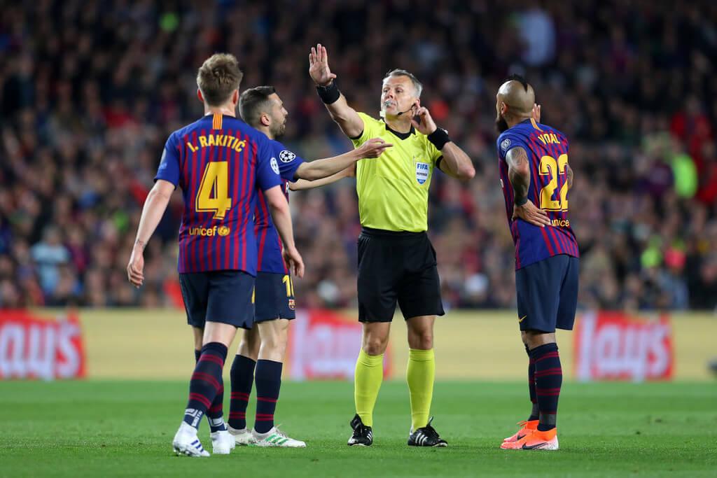 """""""Барселона"""" надеется найти покупателей для трех своих полузащитников на этой неделе"""