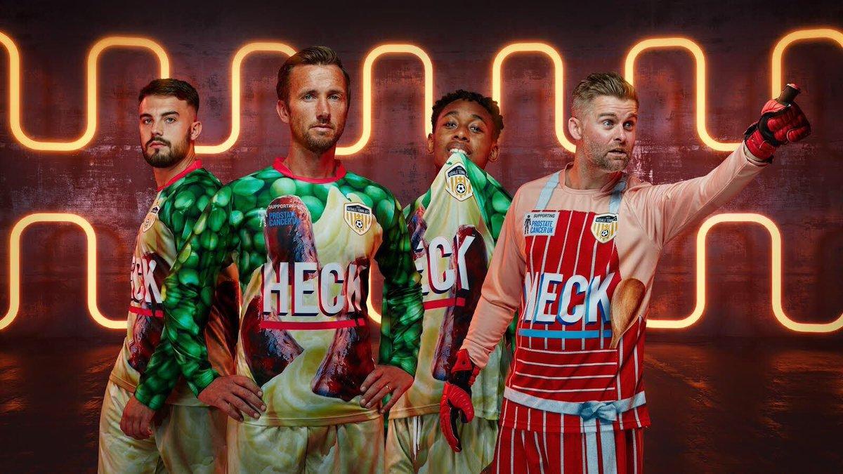 Английский клуб будет выступать в форме с изображением пюре и сосисок