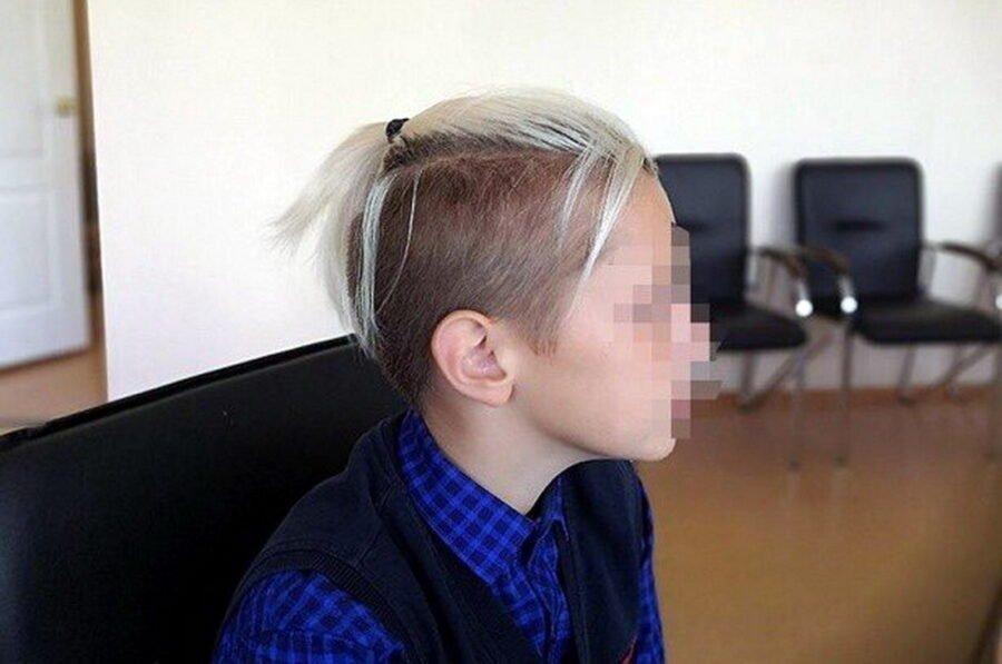Мальчику с хвостиком как у Златана разрешили ходить в школу. Вмешалась министр образования