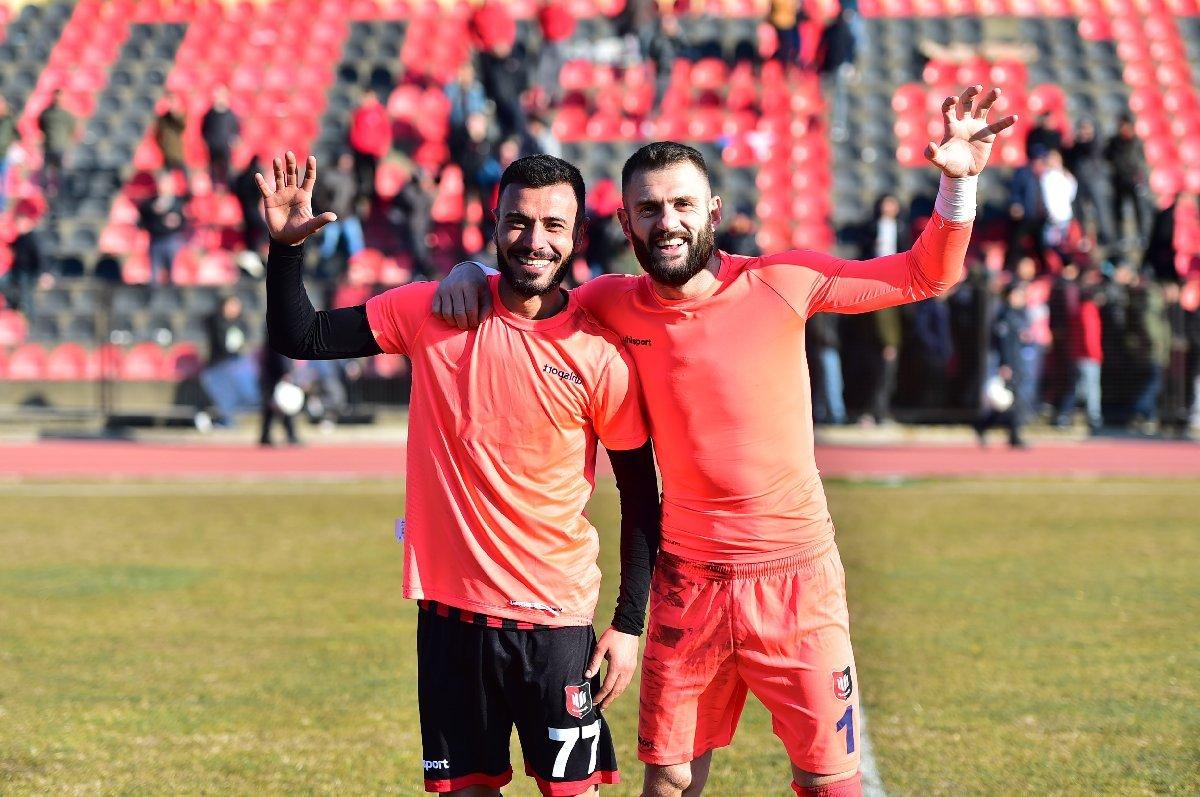 Drama v Turtsii 2 otbityh penalti udalenie vratarya i otbityj penalti zashhitnikom