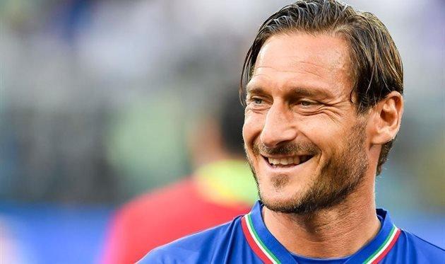 Totti i v 43 zabivaet velikolepnye goly