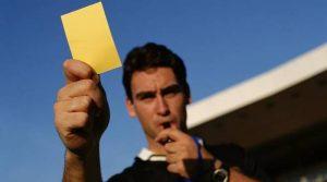 V SHvetsii futbolistu zaplatili 35 000 dollarov za to chto on poluchit zheltuyu kartochku