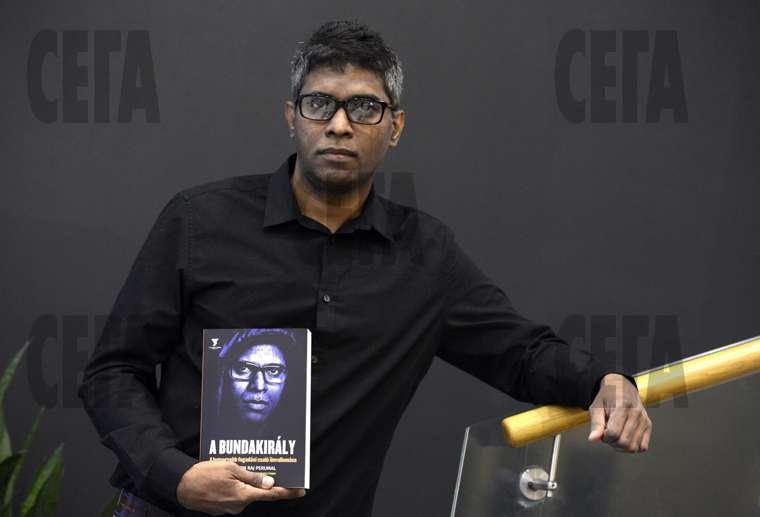 Uilson Radzh Perumal so svoej knigoj pro dogovornye matchi