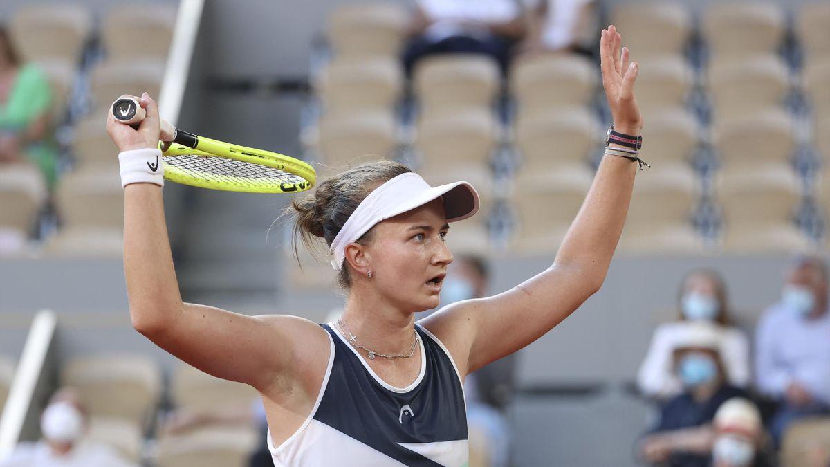 Исалин Бонавантюр - Барбора Крейчикова. Прогноз и ставки на теннис. 15 июля 2021 года