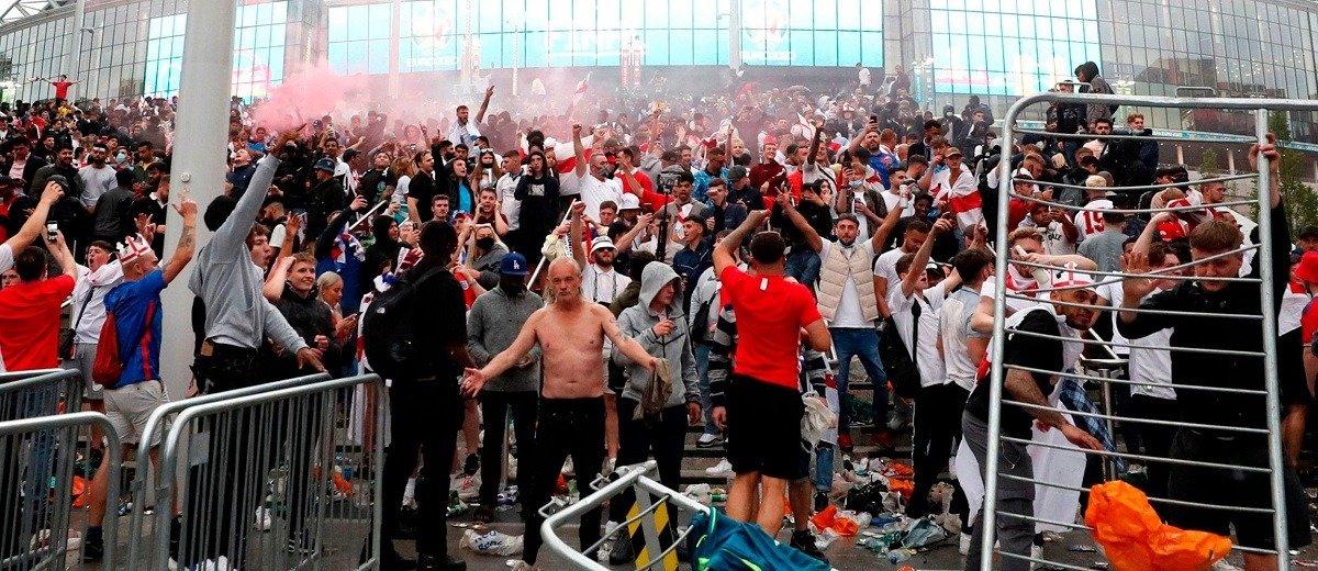 euro 2020 wembley final brawl